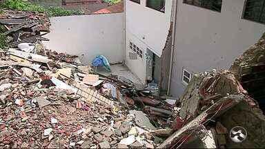 Polícia deve prorrogar prazo de inquérito sobre prédio que desabou em Garanhuns - Duas pessoas morreram em acidente