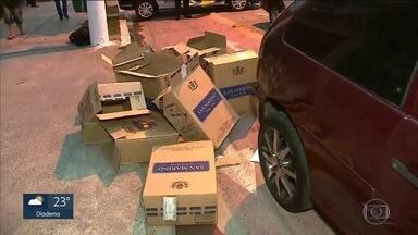 Seis pessoas são presas vendendo cigarros irregulares - Mais de 70 mil maços de cigarro foram apreendidos.