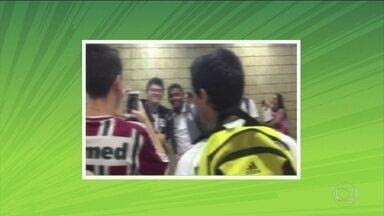 Jogadores do Fluminense são recebidos pelos torcedores em Recife - Jogadores do Fluminense são recebidos pelos torcedores em Recife