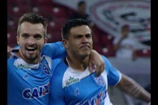 Paysandu vence Santa Cruz e se afasta da zona de rebaixamento - Bicolores venceram por 2 a 1, de virada, na Arena Pernambuco. Gols foram marcados por Ayrton e Bergon.