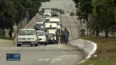 SP1 - Edição de quarta-feira, 02/08/2017 - Ciclistas pintam ciclofaixa em viaduto na Zona Leste de São Paulo. Seis pessoas são presas vendendo cigarros irregulares. E mais as notícias da manhã.