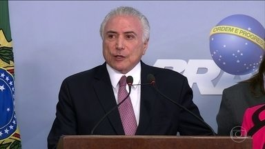 Janot acusa Temer diretamente de ter cometido crime de corrupção passiva - Rodrigo Janot acusa Temer diretamente de ter cometido crime de corrupção passiva no exercício do cargo de presidente da república. Esta é a primeira vez que isso acontece na história do Brasil.