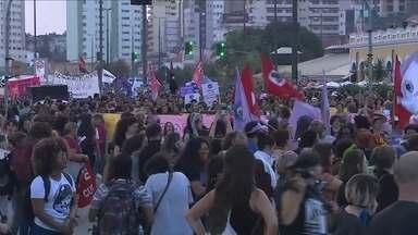 Marcha de mulheres em Florianópolis tem protesto contra o governo Temer nesta quarta - Marcha de mulheres em Florianópolis tem protesto contra o governo Temer nesta quarta