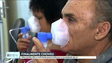 Mesmo com chuva, qualidade do ar segue ruim em São Paulo - O SPTV visitou algumas regiões para deixar um paninho e ver o que ele vai atrair de poluição.