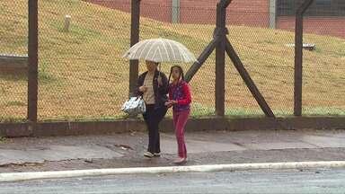 Depois de mais de um mês de tempo seco a chuva voltou - Nas últimas horas, choveu em Cascavel mais de 20 milímetros.