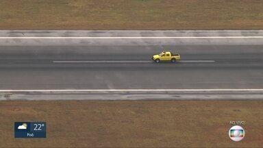 Pista de Congonhas passa por vistoria após duas aeronaves arremeterem - O piloto de um avião disse que a pista está escorregadia.