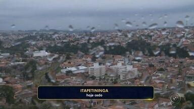 Após 50 dias de estiagem, volta a chover na região de Itapetininga - Após quase 50 dias de estiagem voltou a chover na manhã desta quinta-feira (3) na região de região de Itapetininga. Segundo dados da Ciiagro, a chuva foi fraca, chovendo menos de 2 milímetros.