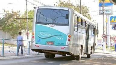 Motoristas de ônibus paralisam atividades em Itapetininga por seis horas - Os motoristas dos ônibus do transporte coletivo em Itapetininga (SP) não saíram da garagem na manhã desta quinta-feira (3).
