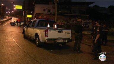 Operação policial no Complexo do Lins fecha a Grajaú-Jacarepaguá - Policiais civis, militares e do Exército fecharam a Grajaú-Jacarepaguá por volta das 5h15 deste sábado (5). A manobra faz parte da Operação Onerat.
