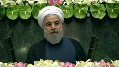 Presidente iraniano Hassan Rouhani toma posse para o segundo mandato - Rouhani acusou os Estados Unidos de tentarem minar o acordo nuclear de Teerã com potências mundiais e pediu que os países europeus não fiquem do lado de Washington.