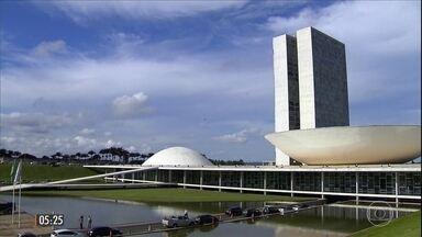 Michel Temer discute a votação das reformas em reunião em Brasília - Depois do encontro com os presidentes da Câmara, Rodrigo Maia, e do Senado, Eunício Oliveira para discutir as reformas, o presidente recebeu Gilmar Mendes, presidente do TSE.