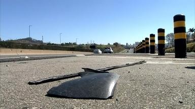 Jundiaí registra dois acidentes com mortes no fim de semana - Um motorista de 22 anos foi preso em flagrante depois de parar o carro no quilômetro 52 da rodovia Anhanguera, em Jundiaí (SP), e causar um acidente neste sábado (5). Uma mulher de 42 anos, que estava no banco traseiro do carro, morreu na batida.