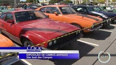 Exposição de carros antigos chama atenção em São José dos Campos - Mais de 400 modelos foram expostos.