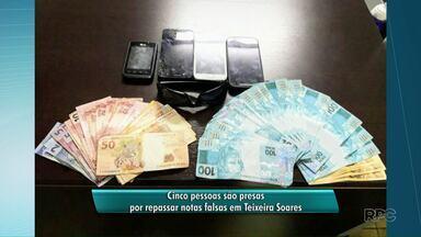 Cinco pessoas são presas por repassar dinheiro falso em Teixeira Soares - Grupo estava com R$ 3.400,00 em notas falsas quando foi flagrado pela PM