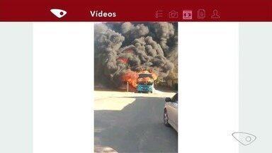Ônibus do Transcol é incendiado por criminosos em Cariacica, ES - Segundo a PM, três homens entraram no coletivo, que faz a linha 787 Terminal de Jardim América/Santo Antônio, que estava estacionado no ponto final do bairro, e colocaram fogo.
