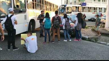 JPB2JP: Estudantes fecham avenida no bairro de Jaguaribe na Capital - Protesto contra a redução de verbas para o IFPB.