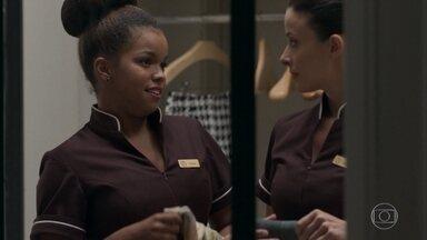 Tânia garante que Sandra Helena vai tripudiar dos colegas do hotel - Cíntia espera que a ex-camareira mantenha a amizade com ela