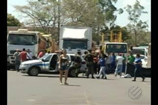 Empresários bloqueiam principal acesso às minas de Carajás, em Parauapebas, no Pará - Durante o protesto, funcionários foram impedidos de chegar ao trabalho.