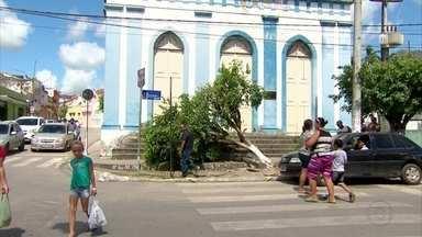 Adolescente é apreendido suspeito de envolvimento na morte de jovem em Goiana - Amigos e parentes participaram de velório pela manhã.