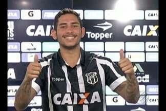Leandro Carvalho é apresentado no Ceará - Atacante está emprestado ao Vozão pelo Paysandu. Jogador evita falar sobre polêmicas que o afastaram no time principal alviceleste.