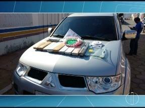 Homem é preso com 12 quilos de maconha e 720 pinos de cocaína em Serranópolis de Minas - Drogas estavam em uma bolsa no banco de trás de uma caminhonete, com placas de São Paulo; motorista foi abordado durante uma operação de combate a explosões de caixas eletrônicos.