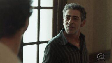 Aldo e Tato brigam e trocam ofensas - Tato se assusta ao jogar o pai no chão