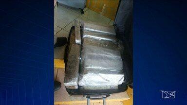 Mulher é presa transportando drogas em mala com fundo falso no Maranhão - 7 Kg de maconha prensada estavam escondidos em fundo falso de mala. Flagrante foi feito durante abordagem de rotina da Polícia Rodoviária Federal (PRF) em Imperatriz, a 626 km de São Luís.