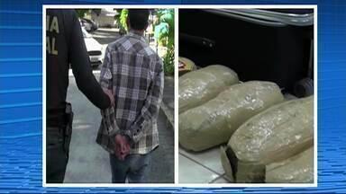 Dupla é presa com 10 kg de maconha escondidos dentro de mala em Gravatá - Suspeitos de tráfico estavam em um ônibus que vinha de Belém de São Francisco.