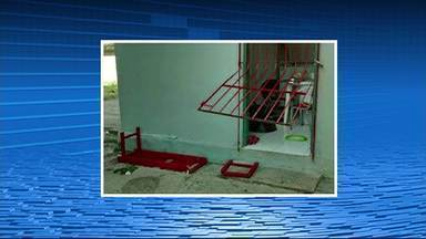 Criminosos arrombam escola de Caruaru e furtam merenda e utensílios domésticos - Caso aconteceu na escola Professor José Leão