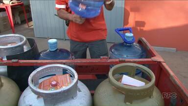 Seca 'ajuda', mas distribuidoras ainda sofrem com queda no consumo de água - Muita gente abriu mão dos galões de água e apostou em outras medidas para economizar, como os bebedouros.