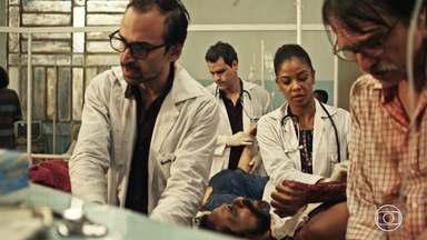 Episódio 6 - Carolina flagra Evandro com Jaqueline. Vítimas de acidente lotam hospital. Médico não acata ordem judicial. Carolina é ameaçada.