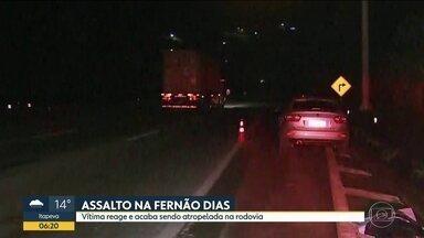 Homem reage a assalto e morre atropelado na Rodovia Fernão Dias - Ele e a mulher estavam em um posto de combustíveis quando ladrões bateram na traseira do seu carro e anunciaram o roubo. A polícia vai usar imagens de câmeras de segurança do local para tentar esclarecer o crime.