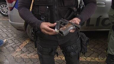 Tiroteio no Largo da Encruzilhada assusta moradores - Um suspeito foi baleado, outros dois foram detidos. Um quarto conseguiu fugir.