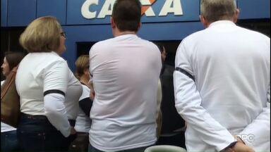 Servidores da Caixa protestam contra rombo na previdência - Mobilização foi realizada em várias cidades do país