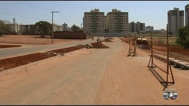 Prefeitura faz obras e repara erosão no Jardim da Luz, em Aparecida de Goiânia - Moradores reclamavam do buraco na Alameda do Almeida.