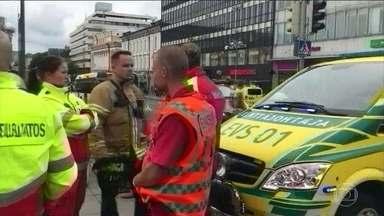 Finlândia reforça segurança após homem esfaquear várias pessoas - Duas pessoas morreram e seis ficaram feridas. Vários prédios do centro da cidade foram esvaziados e a segurança foi reforçada.