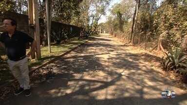 Moradores do setor Samambaia reclamam de asfalto retirado e que não foi refeito em Goiânia - Eles mesmos colocaram asfalto na rua há anos, já que local não tinham pavimentação.