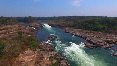 Pesca no rio Juruena, no Mato Grosso, rende tucunarés (Bloco 03) - Equipe enfrenta desafios para fisgar os peixes em meio às corredeiras do Juruena.