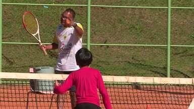 O Painel deste sábado (19) vai contar a história do professor Agnaldo de Guarapuava - O professor é idealizador de um projeto social que ensina tênis de graça para crianças carentes.