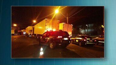 Carretas e caminhão carregados com cigarros são apreendidos na BR-163 - Segundo a polícia, os veículos foram encontrados durante uma fiscalização.