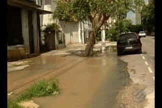 Vazamento registrado no centro de Belém desperdiça água - Cosanpa informou que vai enviar equipe para realizar reparo.