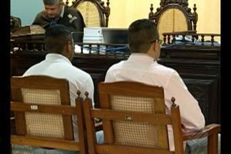 Ex militares acusados de matar e queimar corpo de vítima são condenados a prisão - Soldado e cabo foram condenados por homicídio e ocultação de cadáver após dois dias de julgamento.