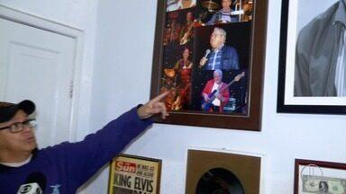 Morador de Nova Friburgo, RJ, declara admiração pelo astro do rock Elvis Presley - Assista a seguir.