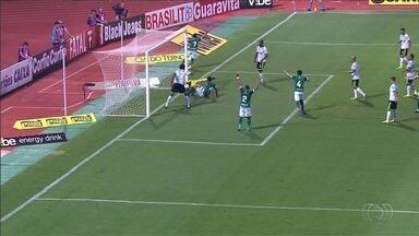Com um jogador a menos, Goiás arranca empate contra o América-MG - Verdão perde Victor Bolt no início do segundo tempo, cria chances para vencer e empata com o líder da Série B jogando no Estádio Olímpico.