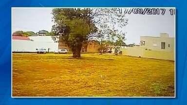 Polícia prende suspeitos do sequestro de menino de 12 anos em Ponta Porã, MS - O sequestro foi na quinta-feira (17). O carro onde estava o garoto foi parado por um outro veículo durante o trajeto para a escola.
