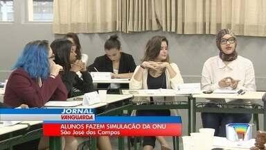 Estudantes de São José discutiram questões globais em simulação da ONU - Entre os temas debatidos estiveram terrorismo e a situação da mulher no Oriente Médio.