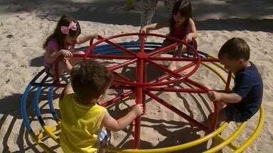 Parquinho infantil é inaugurado na Asa Norte - Espaço na Quadra 314 Norte que estava sem manutenção ganhou uma reforma completa. Revitalização custou 3,8 mil, que foram arrecadados pelos moradores.