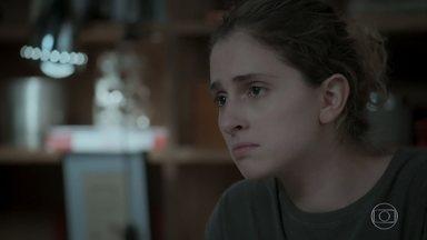 Ivana afirma para Joyce que gosta de pelo crescendo em seu rosto - Cibele recebe Anita em casa e as duas conversam sobre a irmã de Ruy