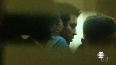 Pagodeiro que aparece em imagens agredindo argentino no Rio é preso na França - Toddy Cantuária estava foragido desde março, quando deu um soco em um argentino depois de uma confusão.