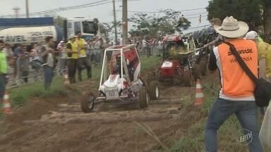 Competição reúne carros construídos por estudantes em Piracicaba - Alunos de engenharia participaram das atividades.